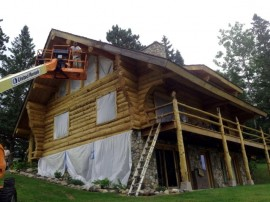Log Home Maintenance – Caulking cracks/checks in logs
