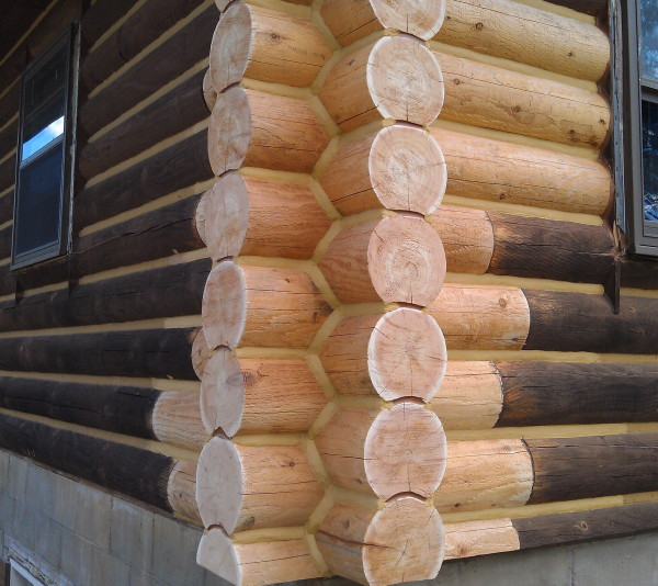 A corner of a log home that has been replaced with new cedar logs.