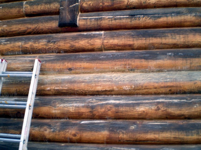 Blackened logs that could be a sign of internal rotting and that are in need of blasting and re-finishing.