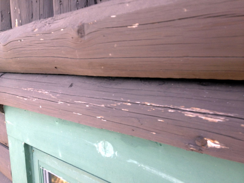 Logs of a home that have been painted.