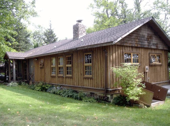 Worn out vertical log cabin
